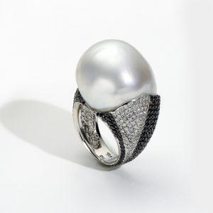 B&W Ring